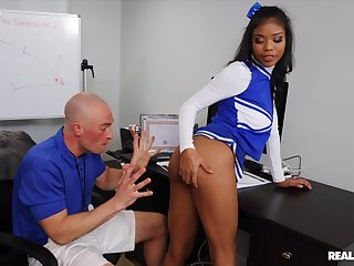 Cheerleader Nia Nacci lifts her unspecific up to get penetrated deep