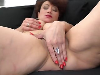 Amateur sex mother with queasy wet pussy