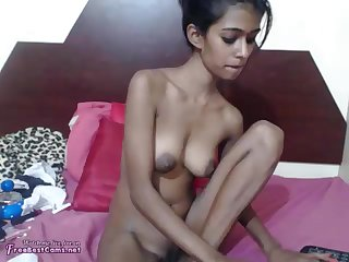 Torrid amateur cam girl flashes her sincere tits during kinky solo