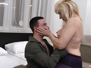 Mature amateur Monika opens wide about be fucked off out of one's mind a large dick