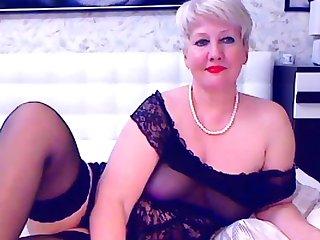 Blonde mature bbw masturbates on cam