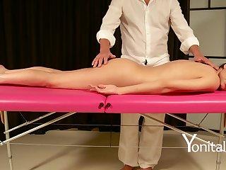 A gradual massage in full HD as follows brunette!