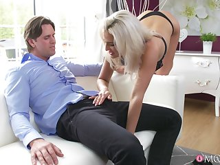 Suave fucking on the sofa ends with cum on pussy be required of Nicole Vice