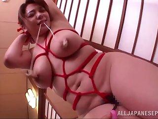 Homemade amateur video of Mizuki Ann giving a titjob to her man