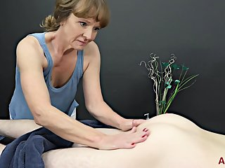 Experienced masseuse, Cyndi Sinclair sucks cock every preceding the time when in a while, instead of doing her job