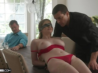 Professional fucker bangs young wifey Bunny Colby everywhere front be useful to her elder scrimp