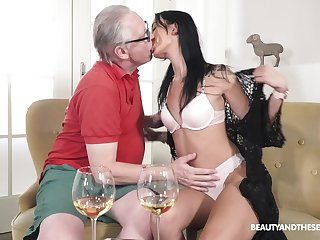 Old bloke fucks his sensual niece and cums medial the brush