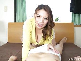 Busty Japanese wife Oda Mako gives an astonishing handjob encircling POV